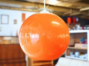 Orange Kugelleuchte / Kunststoff