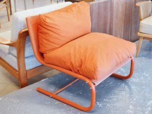 Oranger Sessel