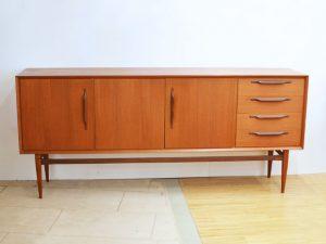 Teakholz Sideboard / H 89cm x B 200cm x T 44cm