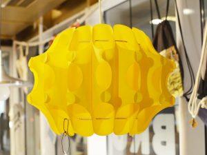 Gelbe Kunststoffleuchte