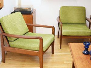 Grüne Sessel / Teakholzgestell