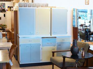 Küchenschrank-Ensemble (2er Hängeschrank H 80cm x B 90cm x T 35cm / Eintürhängeschrank H 80cm x B 50cm x T 35cm / 1 Board mit Resopaloberfläche H 85cm x B 150cm x T 56cm)