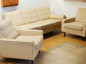 Sitzgruppe / Ein Sofa & Zwei Sessel