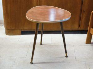 Dreibein-Tisch