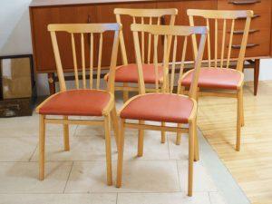 Holzstühle mit Kunststoffbezug / Vierer-Set