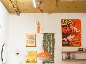 Orange Flaschenzug-Lampe