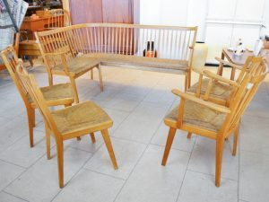 Sitzgruppe / Eckbank, 2 Armlehnenstühle, 2 Stühle