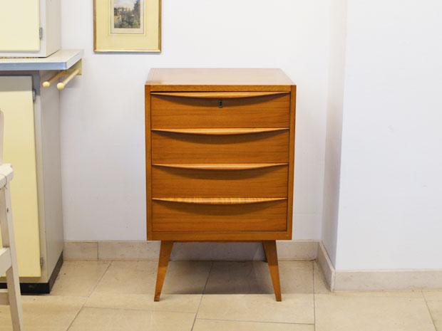 Vintage m bel interieur wedderbruuk for Schmaler hoher beistelltisch