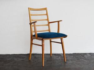 Armlehnenstuhl / blaues Polster