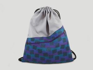 Turnbeutel Grau / lila-blaues Muster