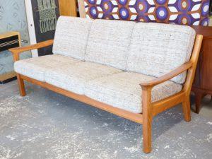Teakholz Sofa mit Wollbezügen / Juul Kristensen, DK / H 83cm x B 190cm x T80cm