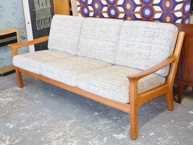 teakholz sofa mit wollbez gen juul kristensen dk h 83cm x b 190cm x t80cm wedderbruuk. Black Bedroom Furniture Sets. Home Design Ideas