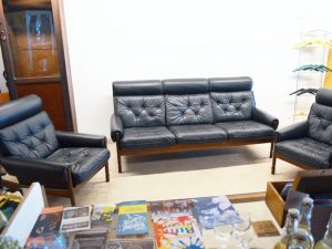 Sofa & Zwei Sessel / Schwarzes Leder
