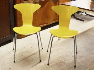 Zwei MOSQUITO CHAIRs / Arne Jacobsen, DK / Zitronengelb lackiert