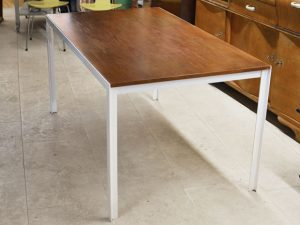 Tisch / T-ANGLE TABLE / Florence Knoll