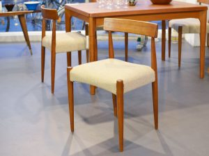 Vier Teak Stühle / Arne Hovmand Olsen für Mogens Kold