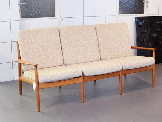 Sofa / Teakholz & Wollbezug / Grete Jalk / Dänemark