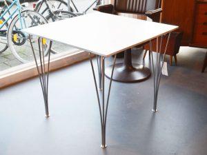 Quadratischer Tisch / Piet Hein, Bruno Mathsson & Arne Jacobsen für Fritz Hansen