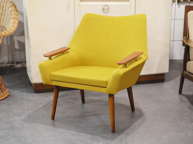Senfgelber Sessel / Neu bezogen