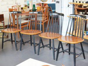 Vier Holzstühle