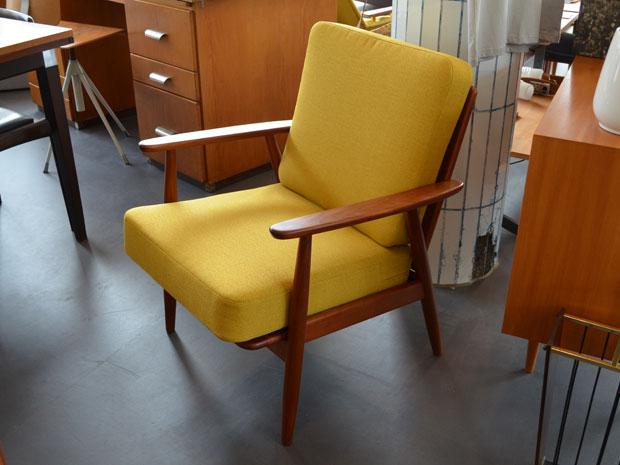 Senfgelber Sessel / Teakholz / neu bezogen