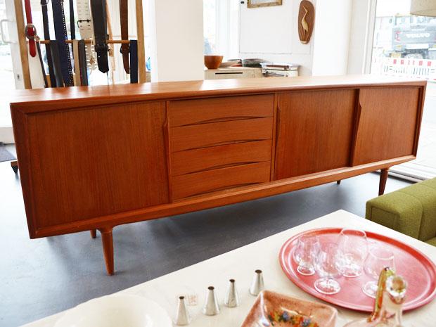 teakholz sideboard von gunni omann f r axel christensen aco d nemark 60er jahre 240cm. Black Bedroom Furniture Sets. Home Design Ideas