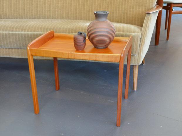 Vintage m bel interieur wedderbruuk for Kleines weisses tischchen