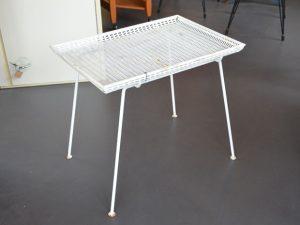 Tablett-Tischchen / Lackiertes Metall
