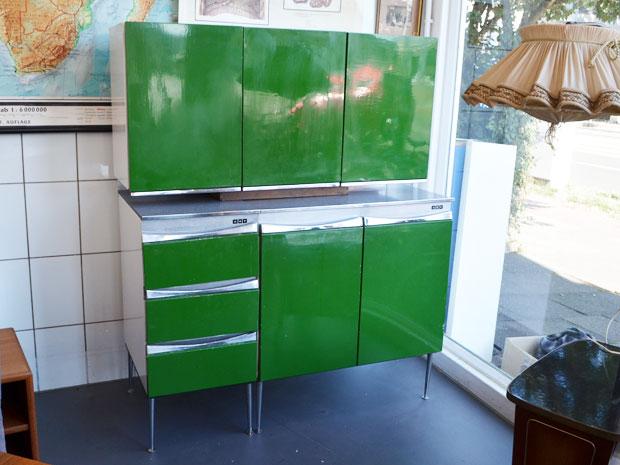 Küchenschränke / Unterschränke & zwei Hängeschränke (einer ist nicht abgebildet) / Metall / Firma KEY
