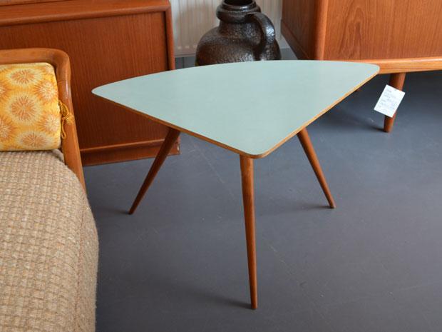 Dreieckstisch / Mintgrüne Oberfläche