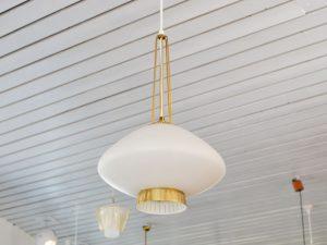 Deckenlampe / Milchglas & Messing