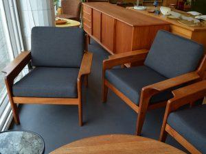 Drei Teakholzsessel / Arne Wahl Iversen, Dänemark / neu bezogen