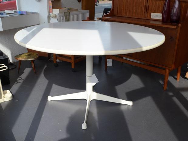 Esstisch / Charles & Ray Eames / 120cm Durchmesser