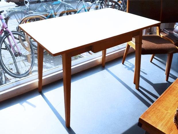 Küchentisch mit Schublade und Resopaloberfläche - WEDDERBRUUK