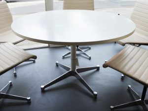 Esstisch / Charles & Ray Eames / ausziehbar / 120cm Durchmesser