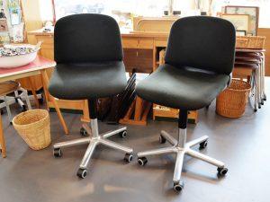 Zwei Bürostühle / Wilkhahn