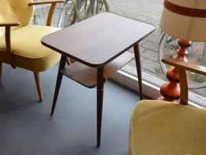 Kleiner Tisch / Sofatisch