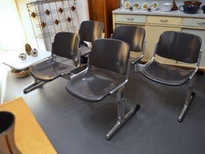 Sitzschalen-Bank / Wartezimmer / Öffentlicher Raum / Dreisitzer / Zweisitzer mit Tisch