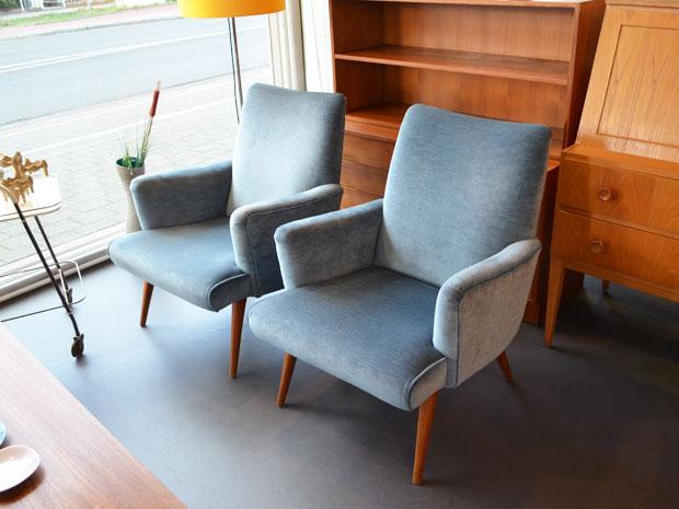 Zwei blaue Sessel