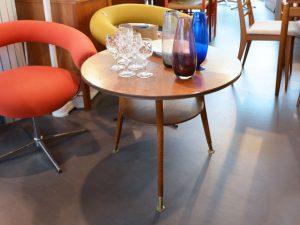Runder Dreibein-Tisch
