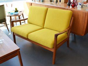 Zweisitzer Sofa / Ole Wanscher, DK / neu bezogen