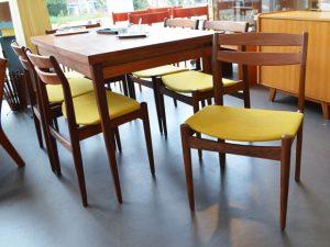6er Set Stühle / Henning Kjaernulf / neu bezogen, senfgelb