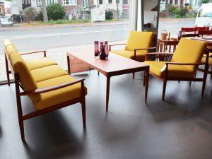 Couch & 2 Sessel / Teakholz / neu bezogen / Grete Jalk für France & Søn, Denmark