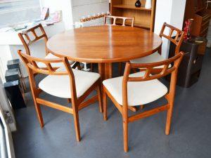 Runder Teak Esstisch (2 Einlegeplatten) / 5 Teak Stühle (werden separat verkauft)