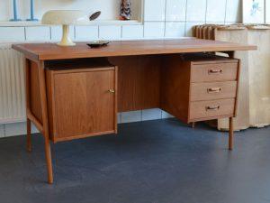 Schreibtisch / Teak und Eiche