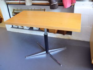 Couchtisch / Esstisch von Renz / höhenverstellbar, ausklappbar