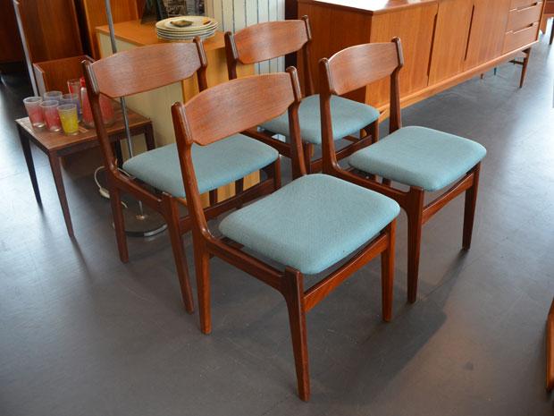 4er Set Teakholz Stühle / neu bezogen in Taubengrau