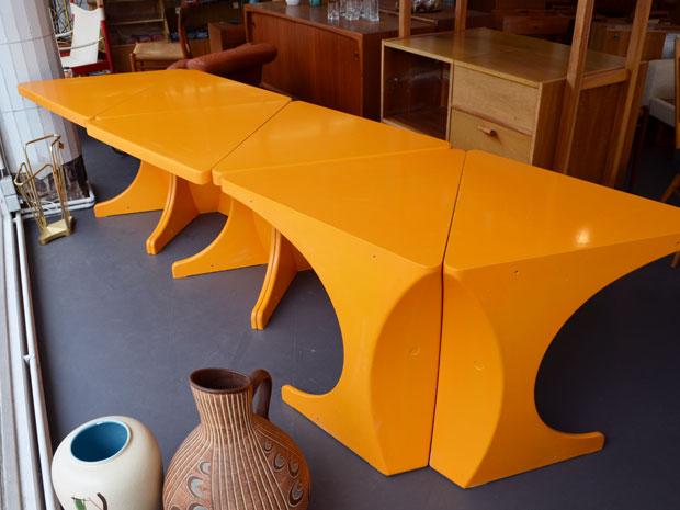 Tisch aus 6 Dreiecken / Preis: 250 €