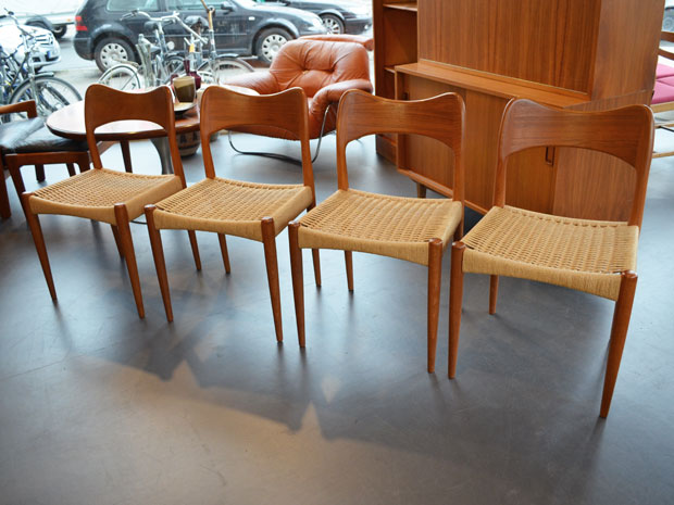 4 Stühle / Teakholz & Papercord