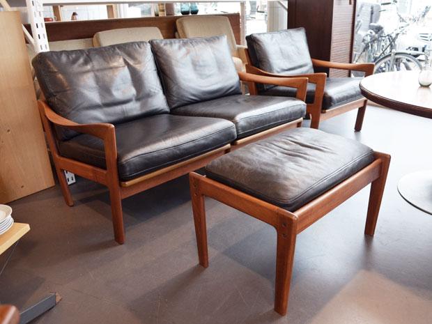 2-Sitzer, Sessel + Hocker / Illum Wikkelsø für Niels Eilersen / Teak & Leder